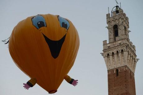 Immagine balloon e la torre Mangia