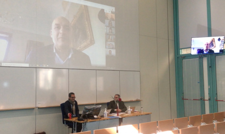 Gli studenti dell'Università di Siena discutono la tesi di laurea in videoconferenza da casa
